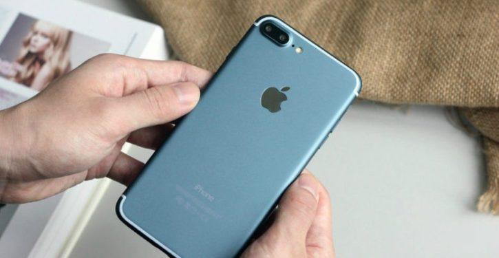 blue-iphone-7-plus-screen-turned-on-1-780x520-725x375